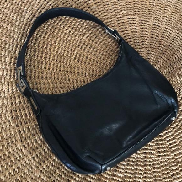 1dd699c56e Perlina • Black Leather Shoulder Hand Bag. M 5ba918679519962f2ff9568a